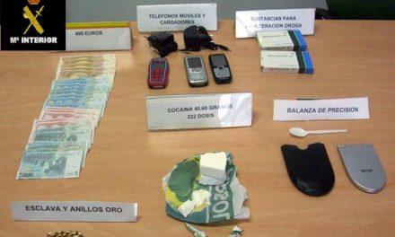 La Guardia Civil desmantela un foco de tráfico de droga en Puebla de Sancho Pérez y detiene a un joven de 29 años
