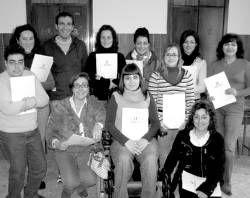 Un curso enseña a hacer el currículo digital para ayudar a buscar empleo a 15 mujeres de Don Benito