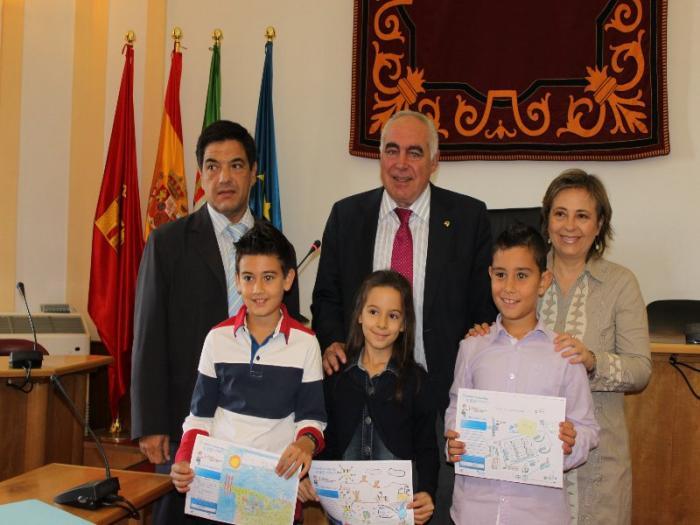 Aqualia entrega a los niños emeritenses los premios de su concurso internacional de dibujo infantil