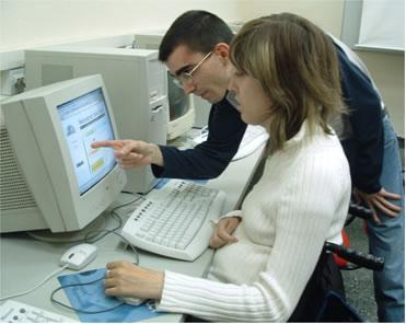 Los estudiantes de entre 18 y 25 años concentran casi la mitad del empleo navideño en Extremadura