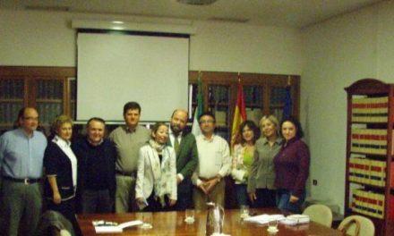 El Subdelegado del Gobierno en Cáceres, Fernando Solís, recibe a un grupo de médicos forenses de Turquía