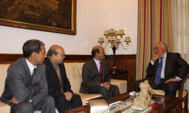 El ministro saharaui de Cooperación, Salek Baba, condena el secuestro de los cooperantes en el Sáhara
