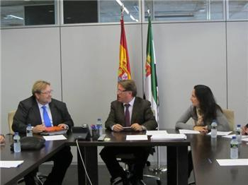 El Gobierno de Extremadura impulsará una red integrada de transportes y el uso de un billete único