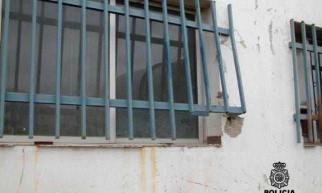 """La policía detiene """"in fraganti"""" a cuatro individuos por robo en dos naves del polígono de Don Benito"""