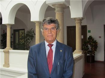 El escritor y bibliófilo Joaquín González Manzanares dirigirá la Biblioteca de Extremadura