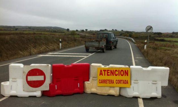 La Diputación corta por precaución la carretera Zarza-Salvaterra tras la caída al río de un turismo