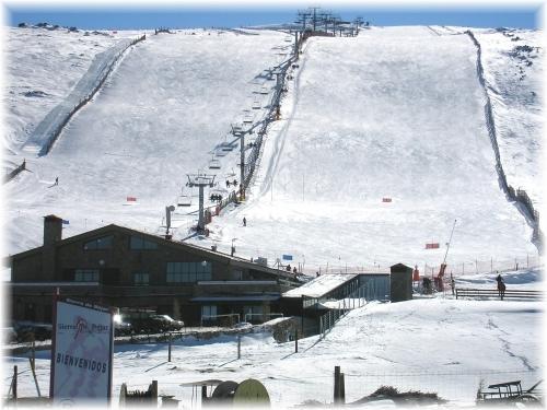 Extremadura estudia promocionar la estación de esquí de La Covatilla para dinamizar el norte de Cáceres