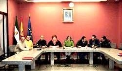 El consistorio de Campanario firma su primer convenio laboral que mejorará la situación de 150 trabajadores