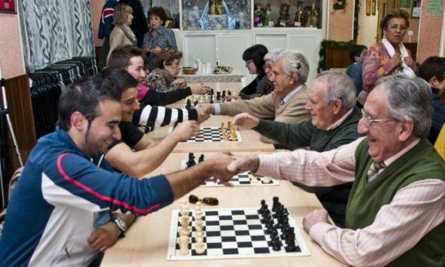 El Club Linex-Magic Extremadura celebra un torneo de ajedrez intergeneracional en Mérida