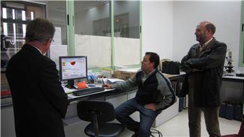 Una delegación lusa visita el Instituto del Corcho y estudia crear una suberoteca como la que hay en Extremadura