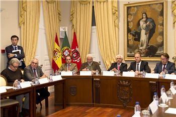 El Gobierno regional y alcaldes lusos y extremeños firman la Declaración de Caya en defensa del tren