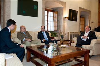 José Antonio Monago se entrevista con el presidente de ACS energía para atraer inversiones la región