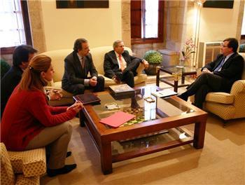 """La presidenta de Microsoft afirma que Extremadura """"tienen un gran potencial"""" tras reunirse con Vara"""