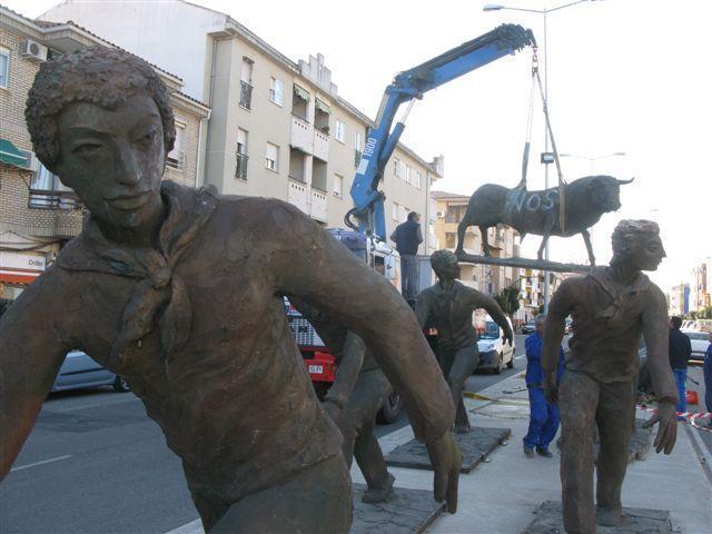 Moraleja abona a Fomento la multa de 6.000 euros por colocar las esculturas del encierro en la Ex-109