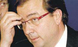 Aumenta el número de exaltos cargos del Partido Socialista que pide la cabeza de Fernández Vara