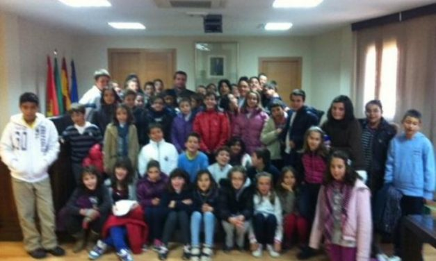 El Ayuntamiento de Moraleja conmemora la Constitución española realizando plenos infantiles con los escolares