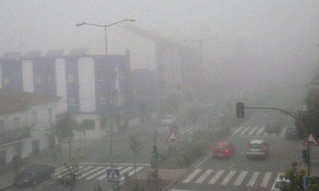 La niebla condiciona la circulación en la N-521, en Valencia de Alcántara, durante más de 100 km