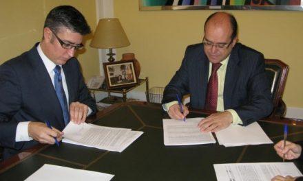 El ayuntamiento de Cáceres y La Caixa firman la póliza para poder abonar las facturas a acreedores con cargo al ICO