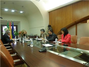 El Gobierno de Extremadura ofrece al PSOE e IU negociar gastos e inversiones del Presupuesto para 2012