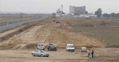 El AVE empieza a abrirse camino con trabajos de desbroces de terrenos junto a la vía del tren en Montijo