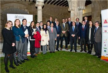 El presidente extremeño preside la reunión del Patronato de la Fundación Jóvenes y Deportes