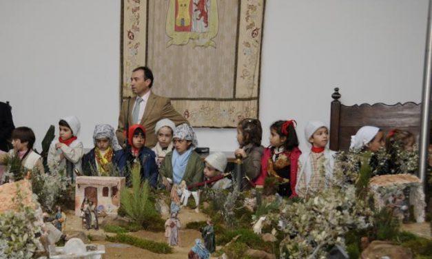 El presidente de la Diputación de Cáceres inaugura el Belén navideño del Palacio de Carvajal