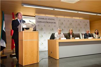 Monago afirma que los protagonistas del futuro serán los trabajadores y los empresarios de la región
