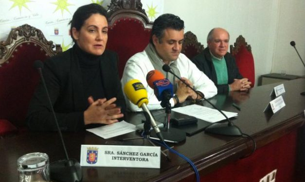 La ganadora del cheque regalo de los Días Estrella de Coria, Visi Álvarez, repartirá el premio con sus tres hijas