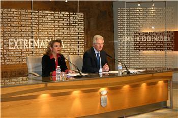 César Díez Solís presenta el informe de evalucion y diagnóstico correspondiente al curso 2011