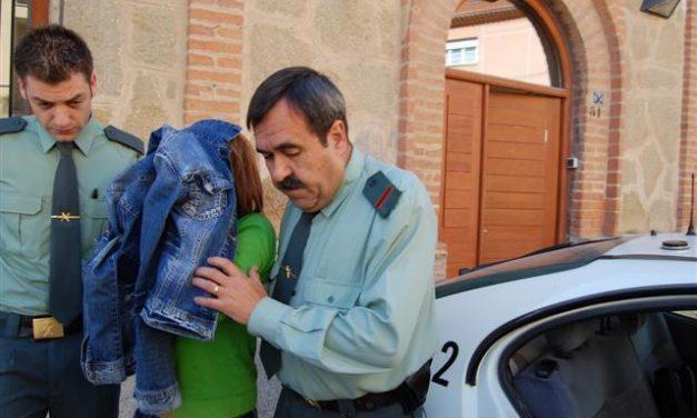 Sale de prisión la mujer que apuñaló a su compañero sentimental y pegó a dos profesores en Navalmoral