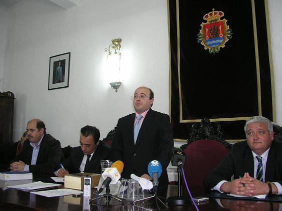 Luis Cándido Moreno, del PP, nuevo alcalde de Valencia de Alcántara tras aprobarse una moción de censura