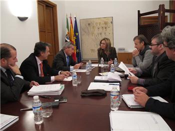 El Gobierno de Extremadura se reune con los diputados de IU para negociar el proyecto de Ley de Presupuestos