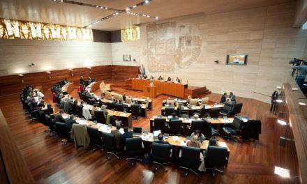 Los grupos parlamentarios registran 383 enmiendas parciales a los Presupuestos de Extremadura para el 2012