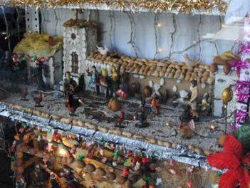 La tienda de Agustina Vicho gana el XIV concurso de escaparates navideños en Valencia de Alcántara