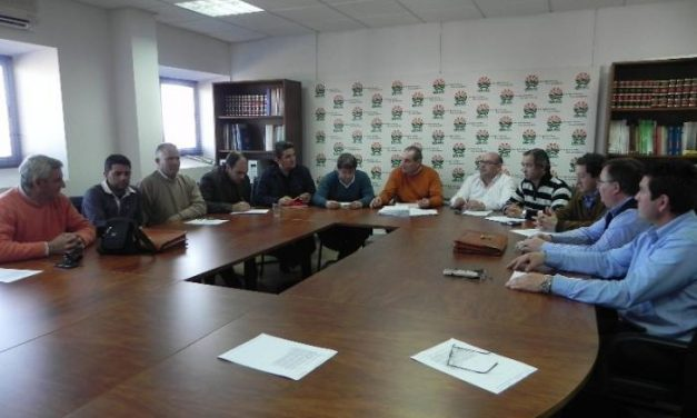 El sector apícola extremeño insta al consejero de Agricultura a un encuentro antes de una semana