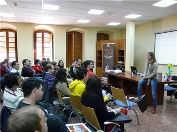 Rosa Álvarez clausura el I Encuentro de Asociaciones Juveniles, que contará con más ediciones