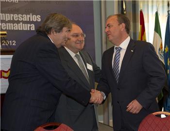 Monago apuesta por que las empresas lusas utilicen la región como la plataforma de entrada a España
