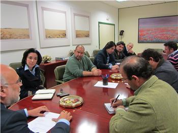 Echávarri recibe a representantes de los tabaqueros afectados por el caso de la italiana Mella