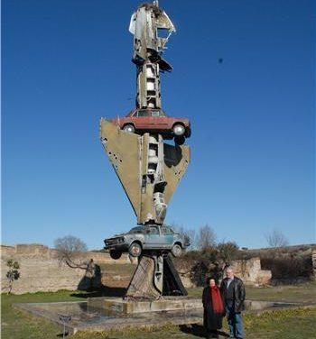 Un incendio daña una obra del artista alemán Wolf Vostell en Malpartida pero no afecta a su estructura