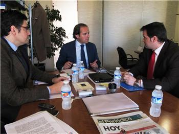 Juan Parejo mantiene un encuentro con el director de la Asociación de la Empresa Familiar
