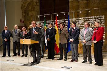 """El Gobierno extremeño y los agentes sociales firman un acuerdo por la """"prosperidad, el futuro y el empleo"""""""