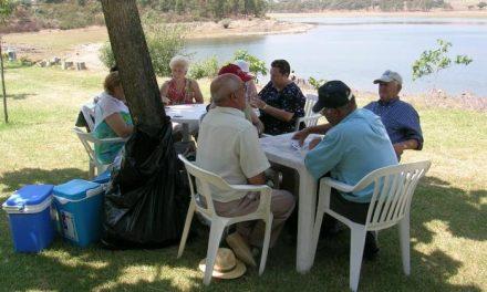 Los socios del Hogar de Mayores de Moraleja celebran la Navidad con una fiesta de convivencia
