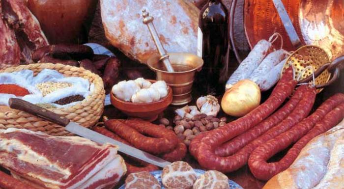 Santiago de Alcántara celebra este sábado una degustación de productos típicos derivados del cerdo