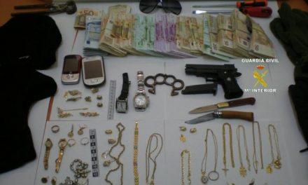 La Guardia Civil detiene a tres personas, supuestas autoras de un delito de hurto en Tornavacas