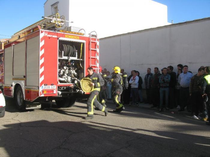 Un incendio en un almacén privado de Moraleja afecta a una vivienda y ocasiona daños materiales