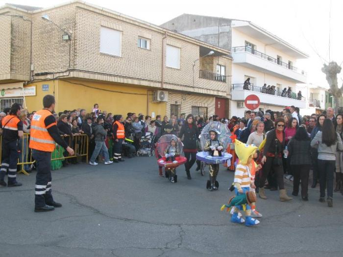 """El grupo """"El rey León"""" gana el desfile del Carnaval de Moraleja y se lleva el premio de 500 euros"""