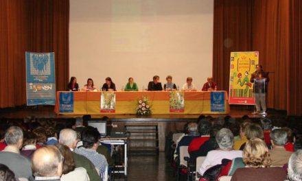 Un total de 175 personas jóvenes y mayores se reúnen en Malpartida para participar en un acto intergeneracional
