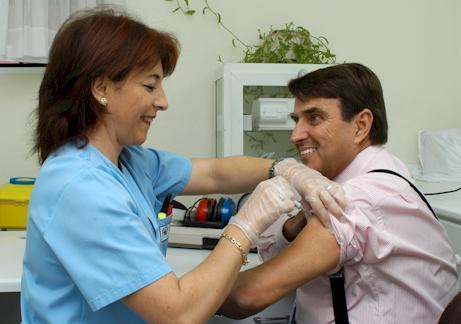 La gripe resta unos seis días de trabajo a aproximdamente el 90% de los trabajadores que la padecen