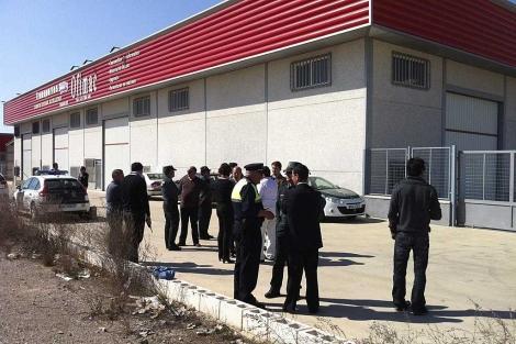 Zafra despide con dolor en un multitudinario funeral al empresario y su sobrina asesinados el lunes