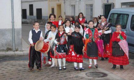 Los niños de Mohedas de Granadilla piden el aguinaldo para recaudar fondos para Aspace de Plasencia